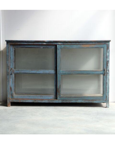 houten cabinet met glas