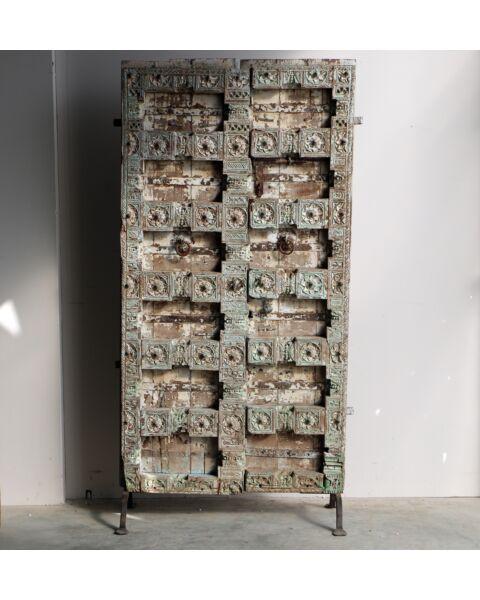 oud houten deur op standaard