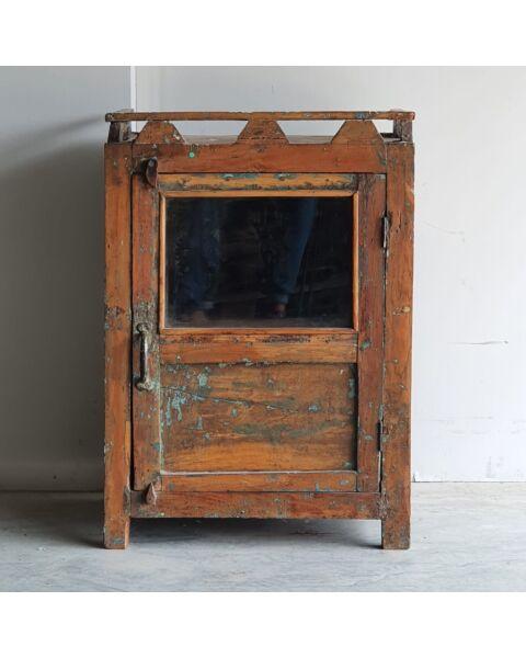 oud houten nachtkastje