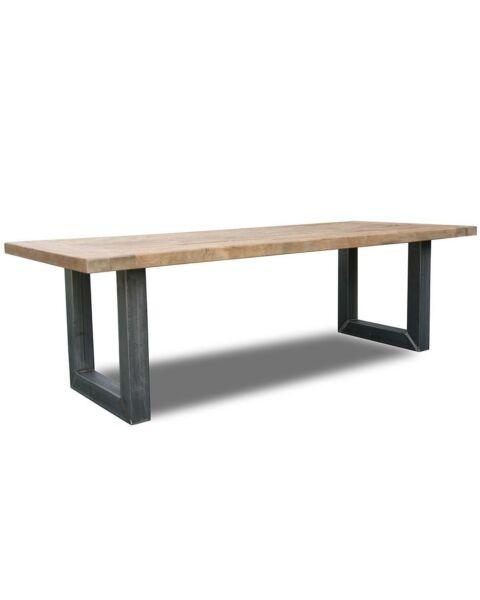 Robuuste teak tafel met oud metalen onderstel Liv